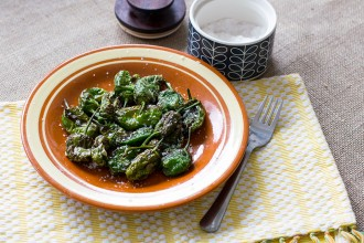 Deep-fried Padron Peppers Recipe | holafoodie.com
