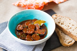 Chorizo with cider recipe | holafoodie.com