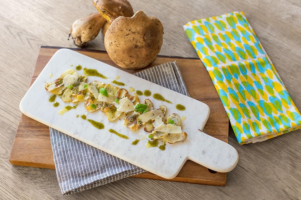 Boletus carpaccio with Mahon cheese recipe | holafoodie.com